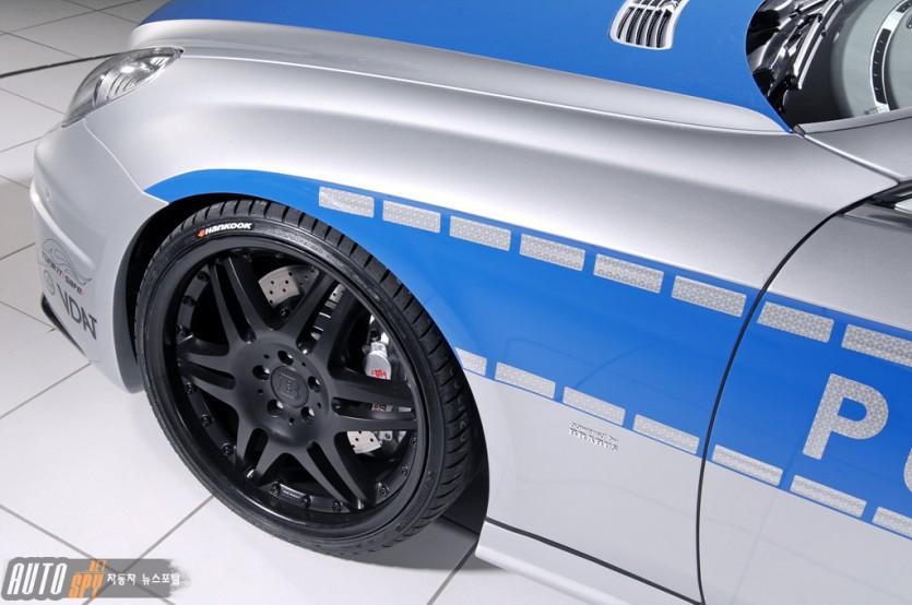 세계 최강의 브라부스 경찰차 등장